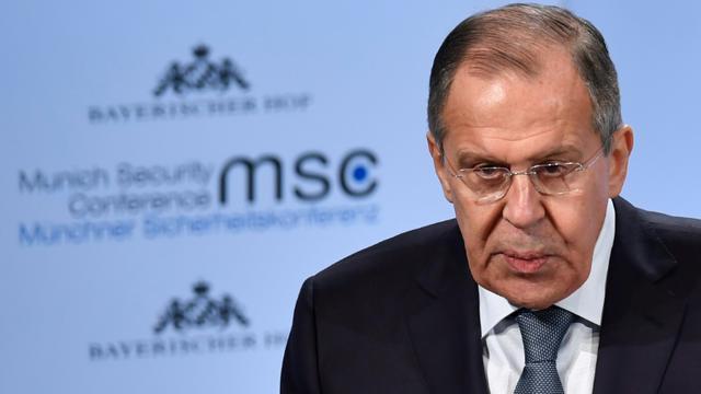 Le ministre russe des Affaires étrangères Sergueï Lavrov a balayé les accusation américaine d'ingérence russe dans la campagne présidentielle de 2016, le 17 février à Munich (Allemagne) lors de la conférence annuelle sur la sécurité. [Thomas KIENZLE / AFP]