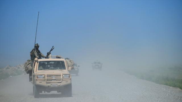 Des forces afghanes patrouillent le 30 avril 2015 à Kunduz, dans le nord du pays, où les talibans ont lancé une vaste offensive [SHAH MARAI / AFP/Archives]