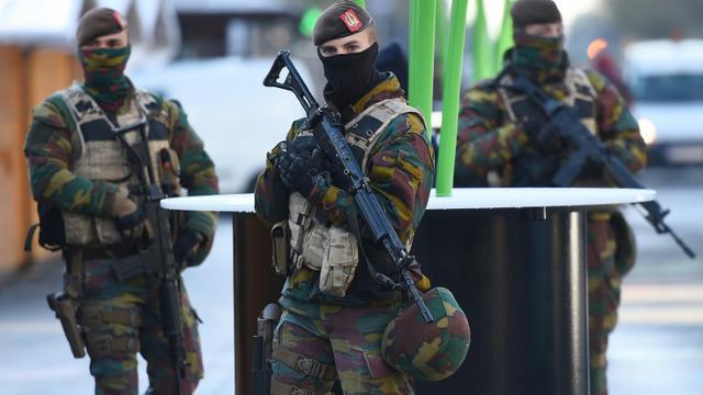 Des patrouilles de soldats belges, le 23 novembre 2013 à Bruxelles [EMMANUEL DUNAND / AFP]