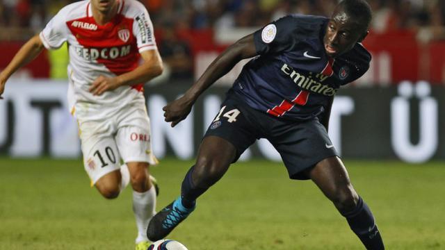 Le milieu de terraihn du PSG Blaise Matuidi (D) contre l'AS Monaco en Ligue 1 le 30 août 2015 au stade Louis II [Jean Christophe Magnenet / AFP]