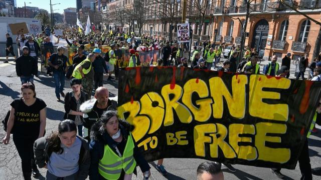 """""""Borgne to be free"""" en référence aux manifestants ayant perdu un oeil, manifestation des """"gilets jaunes"""" à Toulouse, le 23 février 2019 [Pascal GUYOT / AFP/Archives]"""