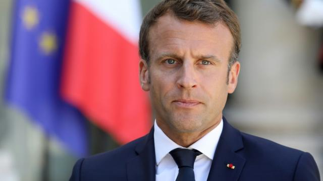 Emmanuel Macron s'adressant à la presse dans la cour du palais de l'Elysée, à Paris, le 23 juillet 2019 [LUDOVIC MARIN / AFP/Archives]