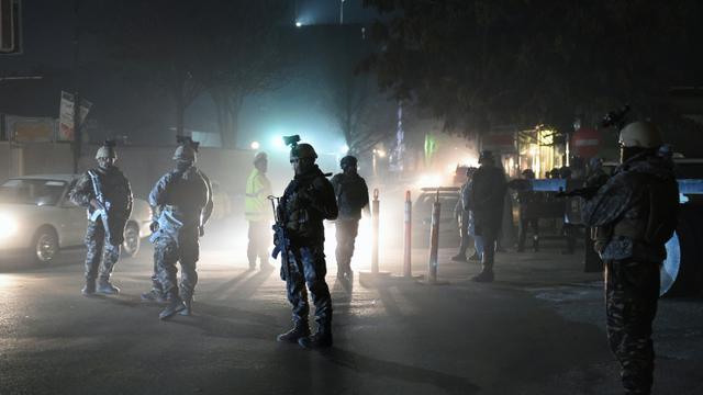 Les forces spéciales afghanes patrouillent le 11 décembre 2015 près de l'ambassade d'Espagne à Kaboul [WAKIL KOHSAR / AFP]