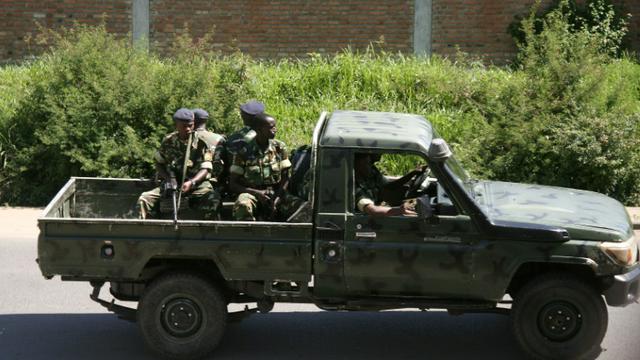 Des militaires burundais  dans le quartier de Musaga, à Bujumbura le 11 décembre 2015 [STRINGER / AFP]