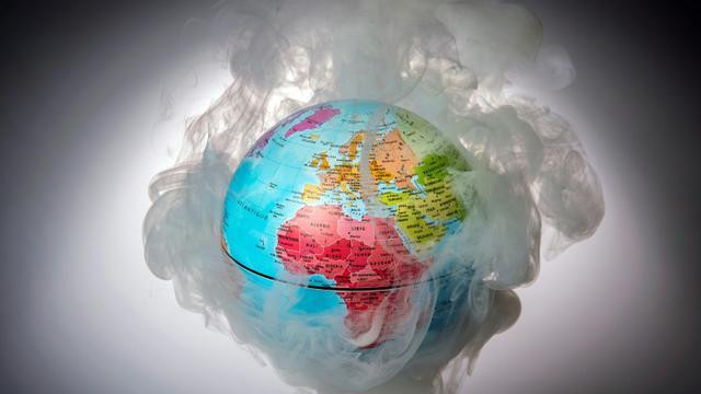 Le monde continue à rejeter dans l'atmosphère beaucoup trop de gaz à effet de serre pour limiter à 2°C l'augmentation moyenne de la température du globe [LIONEL BONAVENTURE / AFP/Archives]