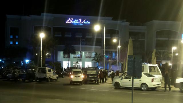 Photo prise par un smartphone de l'hôtel Bella Vista à Hourgada, le 8 janvier 2016 après une attaque [TAMER HASSAN / AFP]