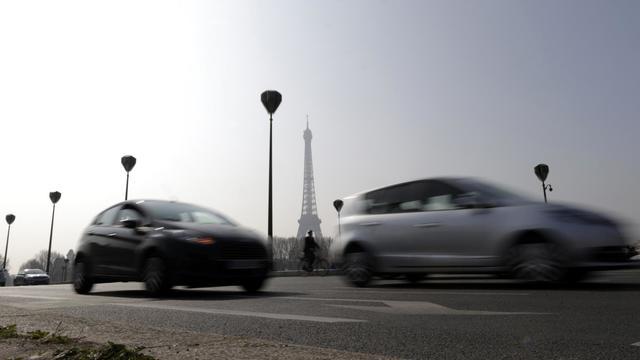 Des voitures le 14 mars 2014 à Paris.