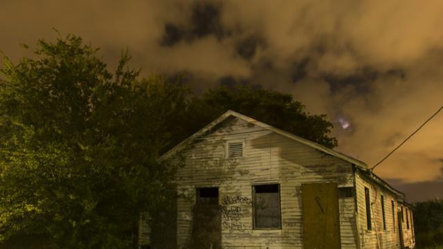 Une maison endommagée, abandonnée depuis l'ouragan Katrina à La Nouvelle-Orléans, le 15 août 2015 [LEE CELANO / AFP/Archives]