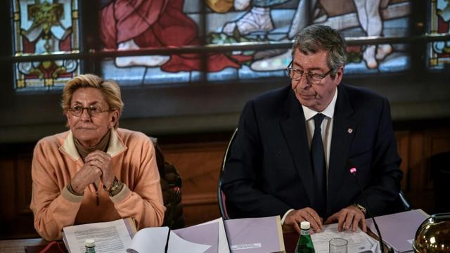 Patrick Balkany, maire de Levallois-Perret et Isabelle Balkany, première adjointe au maire de Levallois-Perret, lors du conseil municipal de la ville, le 15 avril 2019 [STEPHANE DE SAKUTIN / AFP/Archives]
