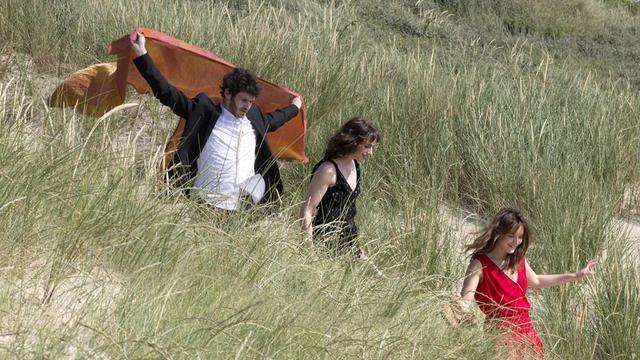 """Félix Moati, Sophie Verbeeck et Anaïs Demoustier dans """"A trois on y va"""" de Jérôme Bonnell."""