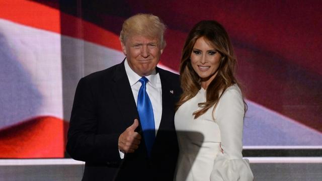 Donald Trump et sa femme Melania, sur la scène de la convention nationale du parti républicain, à Cleveland, le 18 juillet 2016 [Robyn BECK                          / AFP]
