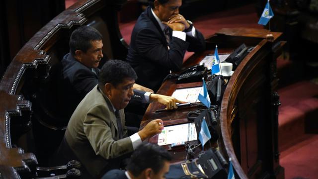 Les députés lors du vote sur la destitution du président Otto Pérez le 1er septembre 2015 à Guatemala City [JOHAN ORDONEZ / AFP]