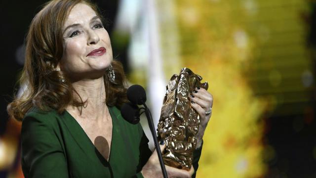 L'actrice Isabelle Huppert reçoit le César de la meilleure actrice, le 24 février 2017 à Paris [bertrand GUAY / AFP]