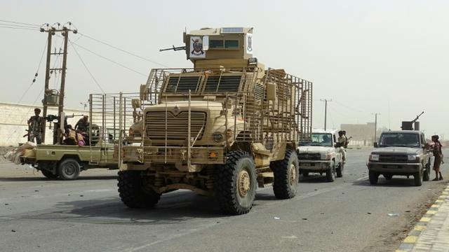 Les forces loyalistes yéménites grignotent du terrain dans la ville de Hodeida aux mains des rebelles, ici photographiées en périphérie est de la cité portuaire yéménite, le 9 novembre 2018 [STRINGER / AFP]