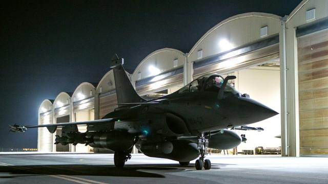 Photo fournie le 9 octobre 2015 par le service de presse du ministère de la Défense d'un Rafale au décollage d'une base dans le Golfe, pour des frappes en Syrie [- / ECPAD/AFP]