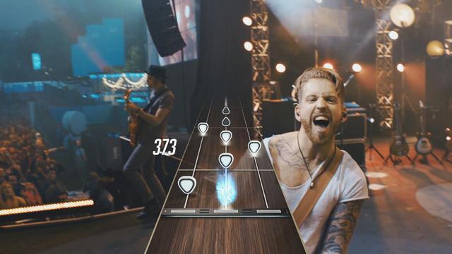 Le jeu introduit pour la première fois des vidéos capturées lors de vrais concerts.