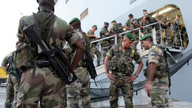 Des militaires français embarque sur un navire de guerre Mistral à Toulon, le 18 juillet 2006  [Eric Estrade / AFP/Archives]