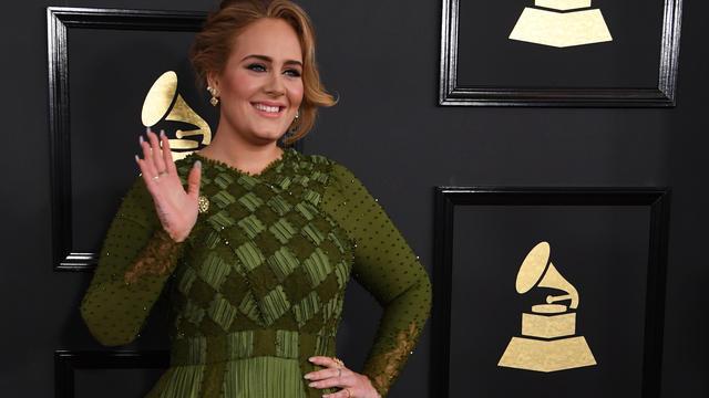 La chanteuse Adele a voulu manifester son soutien aux pompiers après l'incendie à Londres.