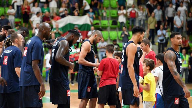 Les joueurs de l'équipe de France battus par la modeste Bulgarie en qualification du Mondial-2019 à Botevgrad, le 13 septembre 2018 [Dimitar DILKOFF / AFP]