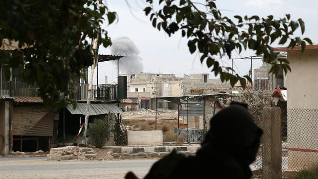 Un combattant rebelle dans la region de la Ghouta orientale, le 17 décembre 2015 [ABDULMONAM EASSA / AFP/Archives]