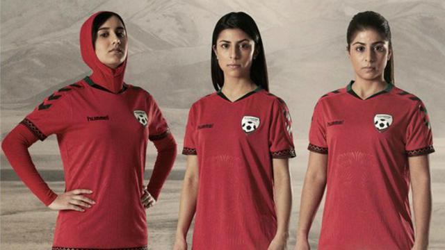 Grâce à Hummel, certaines joueuses de l'équipe nationale afghane pourront évoluer avec un hijab intégré.