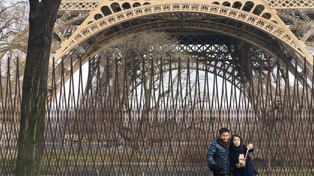 Dès cet été, des travaux daménagement vont commencer afin daméliorer lacceuil des visiteurs sur le site de la Tour Eiffel.