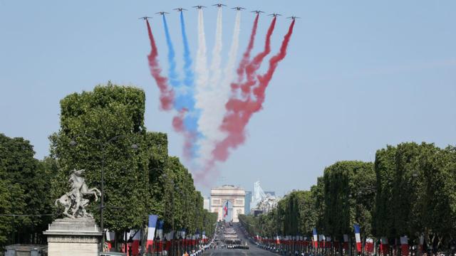 Défilé du 14 juillet : Les raisons du couac de la patrouille de France Alpha_jet_defile_14_juillet_2018_0