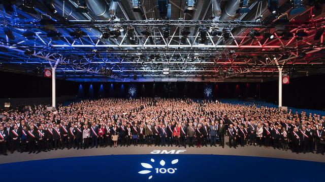 Depuis mardi, plus de quinze mille élus sont réunis Porte de Versailles, à Paris, pour débattre du projet présidentiel pour les communes.
