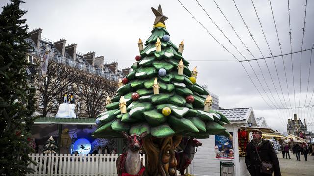 132a136b Le jardin des Tuileries accueille un grand marché de Noël.[© Philippe LOPEZ  / AFP]