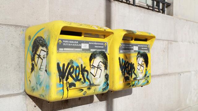 Un graffiti représentant Simone Veil a notamment été vandalisé.