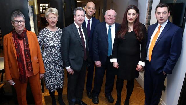 Les sept députés après l'annonce de leur démission du parti.