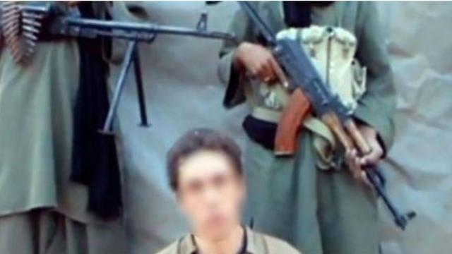 Capture d'écran en date du 8 septembre 2012 d'une vidéo mise en ligne par Sahara Medias de 4 des 6 otages français détenus dans le Sahel par Al-Qaïda.