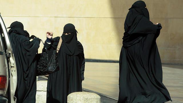 Dans le royaume ultraconservateur, les femmes font encore l'objet de sévères restrictions.