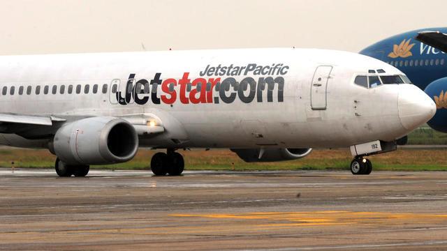 C'est la porte d'un avion de la compagnie Jetstar que l'homme pressé a tenté d'ouvrir lui-même.