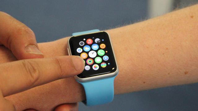 L'Apple Watch peut être inversée pour convenir à ceux qui préfèrent porter leur montre à droite.
