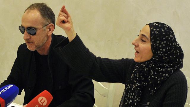 Les parents de Djokhar et Tamerlan Tsarnaev, auteurs présumés du double attentat à la bombe de Boston et de Ailina qui aurait menacé une femme à New York, lors d'une conférence de presse le 25 avril 2013 à Makhachkala [Sergei Rasulov / News Team/AFP/Archives]