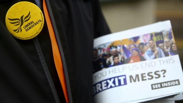 Un pamphlet électoral de la campagne pour les élections européennes du parti Libéral-démocrate, à Bristol, le 8 mai 2019 [GEOFF CADDICK / AFP/Archives]