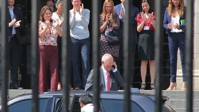 Le président péruvien Pedro Pablo Kuczynski quitte le palais présidentiel à Lima, le 21 mars 2018 après avoir enregistré son message de démission [LUKA GONZALES / AFP]