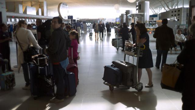 Des voyageurs le 11 juin 2013 à l'aéroport de Roissy [Fred Dufour / AFP/Archives]