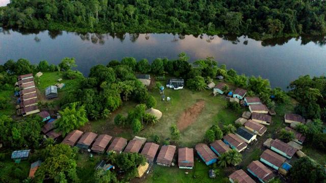 Vue aérienne du camp de la tribu indigène Laranjal sur les terres des Arara, dans l'Etat brésilien du Para, en Amazonie, le 14 mars 2019 [Mauro Pimentel / AFP]