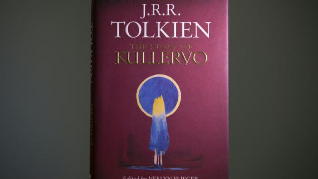 """Un exemplaire de """"The Story of Kullervo"""" de Tolkien, qui paraît au éditions HarperCollins jeudi 27 août en Grande-Bretagne [Justin Tallis / AFP]"""