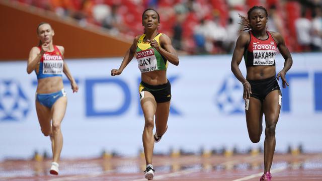 La Kényane Joyce Zakary (d) lors des séries du 400 m aux Mondiaux à Pékin, le 24 août 2015  [Olivier Morin / AFP/Archives]