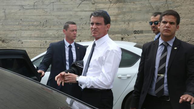 Manuel Valls après une visite au cimetière  Givat Shaul le 23 mai 2016 à Jérusalem  [MENAHEM KAHANA / AFP]