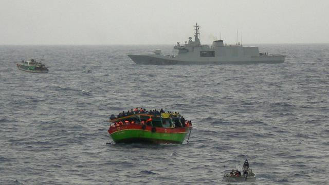 Photo fournie par les autorités italiennes le 20 mai 2015 d'une opération de sauvetage en Méditerranée [- / MARINA MILITARE ITALIANA/AFP/Archives]