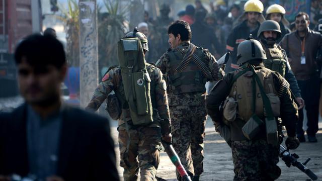 Des soldats afghans dans les rues de Jalalabad en Afghanistan, le 13 janvier 2016 [Noorullah Shirzada / AFP]