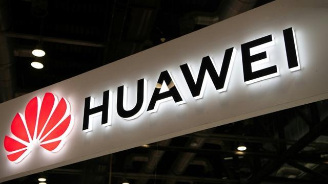 Le géant chinois des télécoms Huawei, menacé de perdre son accès à Android du fait des sanctions américaines, a présenté un nouveau système d'exploitation pour ses téléphones portables [FRED DUFOUR / AFP/Archives]