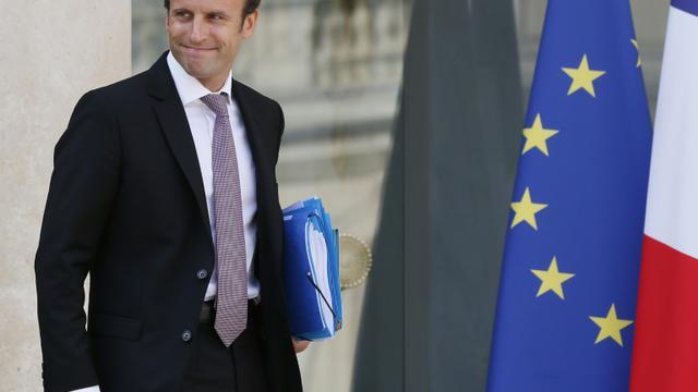 Le ministre de l'Economie Emmanuel Macron à la sortie du Conseil des ministres le 26 août 2015 à Paris [Patrick Kovarik / AFP/Archives]