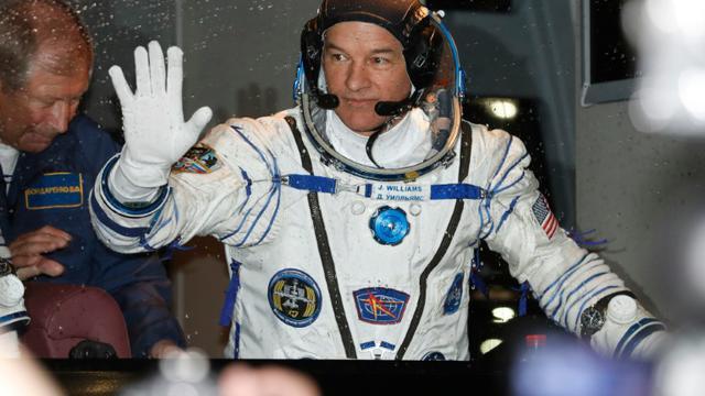 Le cosmonaute américain Jeff Williams avant de décoller vers la Station spatiale internationale (ISS) depuis le cosmodrome de Baïkonour dans les steppes du Kazakhstan, le 18 mars 2016   [DMITRI LOVETSKY / AFP]