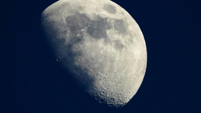 La Lune, le 13 mai 2019, vue depuis Cannes en France [Laurent EMMANUEL / AFP]