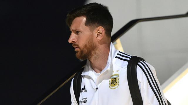 La star de l'équipe d'Argentine Lionel Messi à son arrivée à l'aéroport de Moscou, le 9 juin 2018 [Vasily MAXIMOV / AFP/Archives]